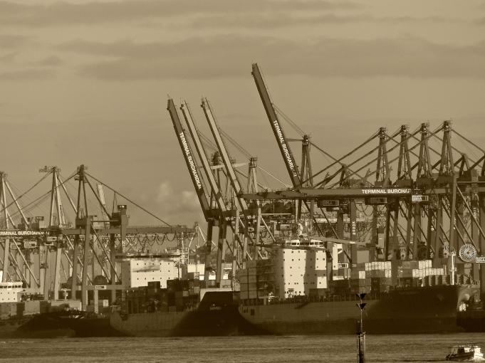 Kräne am Hafen/Hamburg