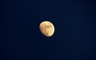 Klarer Mond