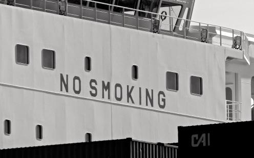 Bitte keinen Smoking an Bord