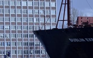 Schiff trifft Haus