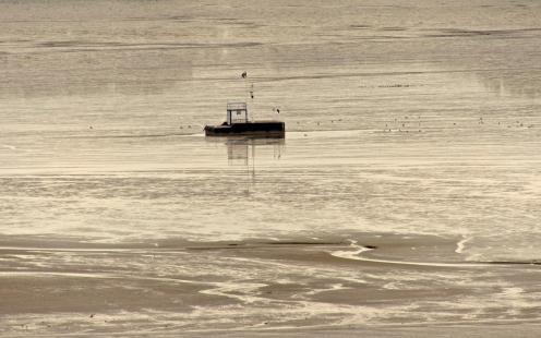 Einsames Schiff
