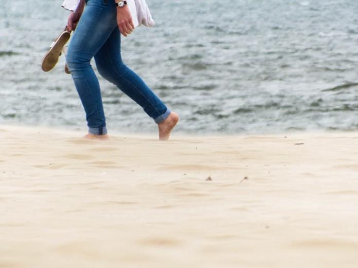 Wandernd im Sand